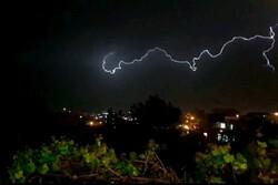 رعد و برق تصاویر بسیار زیبایی از شب در شهر یاسوج خلق کرد