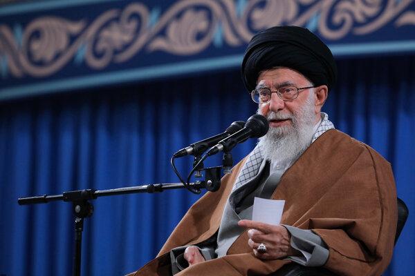 Ayatollah Khamenei congratulates teachers on their national day