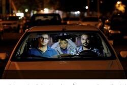 الايرانيون يتابعون الشعائر الدينية من خلال الشاشات الكبيرة