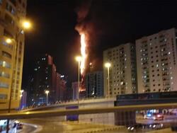 حریق برج سکنی بالشارقة في الامارات/فیدیو