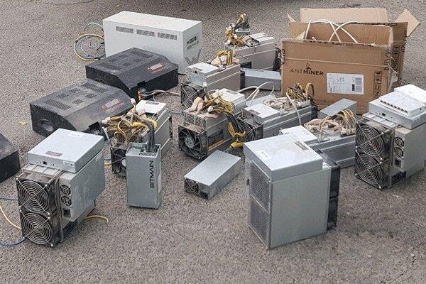 کشف ۱۱۷ دستگاه استخراج رمزارز غیرمجاز از واحد تولیدی راکد در قم