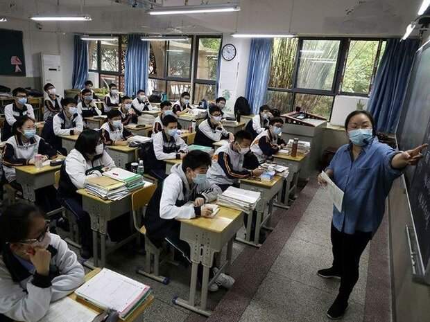 چين نے ووہان میں ہائی اسکولوں کو کھول دیا