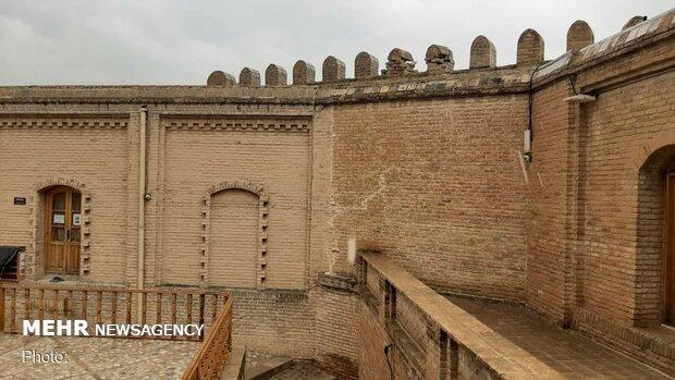 ایجاد ترکهای عمیق روی دیوارههای قلعه «فلک الافلاک»