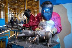 ۲۲۰۰ واحد تولیدی تعطیل را احیا خواهیم کرد/۳۲۸ واحد تولیدی بزرگ آماده حضور در بورس