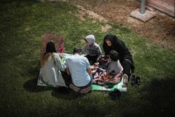 تہران میں زلزلے کے بعد لوگ سڑکوں اور پارکوں میں نکل آئے