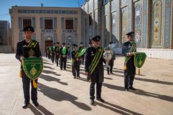 Şiraz'daki Şah Çerağ türbesinde bayrak değiştirme töreni
