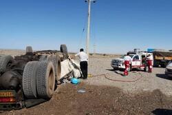 واژگونی تریلی در محور دامغان-جندق/ راننده جان باخت
