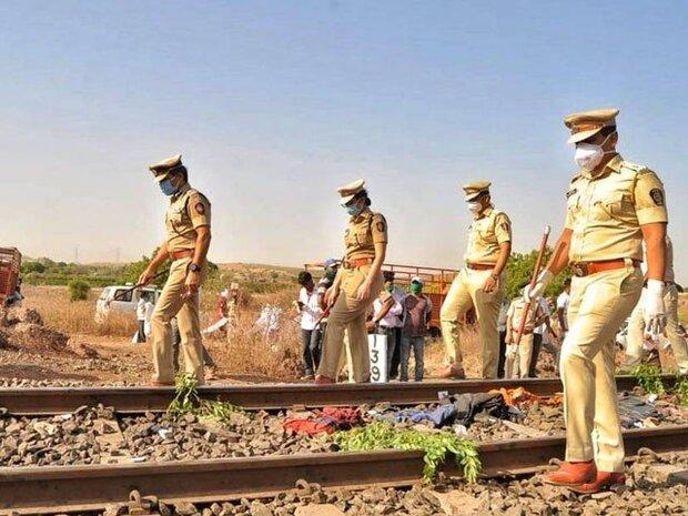 بھارت میں مال بردار ٹرين نے پٹری پر سوئے ہوئے 16 افراد کو کچل دیا