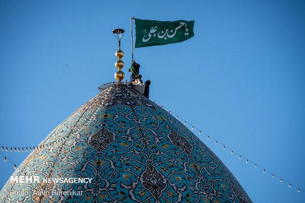 حضرت شاہچراغ کے حرم کے گنبد کا پرچم تبدیل