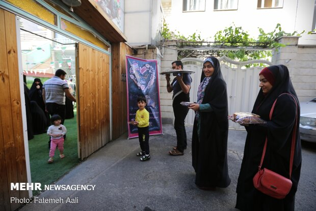 توزیع کیک میلاد امام حسن علیه السلام در تهران