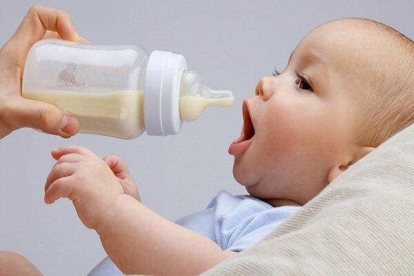 شیر خشک یا شیر مادر؛ کدام برای دندان کودک ضرر کمتری دارد؟