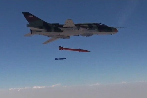 IRGC fighters equipped with new air-to-surface missile