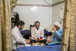 افطاری کے سادہ اور معمولی دسترخوان