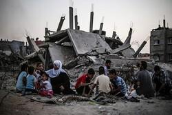 İsrail'in saldırısında evleri yıkılan Gazzeli aile ramazanı sokakta geçiriyor