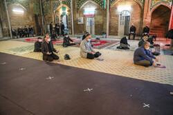 ایران میں شبہائے قدر میں مساجد میں عبادت  دعا اور راز و نیاز کا سلسلہ شروع