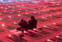 تبریز کے گلزار شہداء میں پہلی شب قدر میں دعا اور مناجات