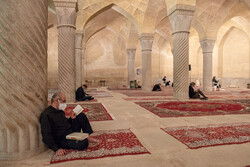 شیرازمیں رمضان المبارک کی اکیسویں شب میں عبادت اور بندگی