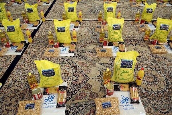 بیش از ۹۰۰ بسته معیشتی بین نیازمندان دهگلان توزیع شد