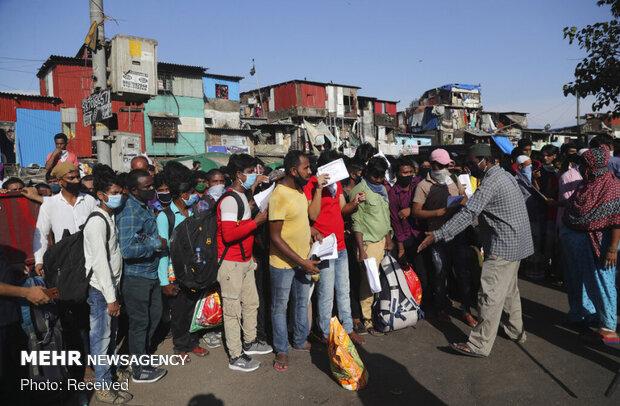 کارگران مهاجر هند در راه بازگشت به خانه