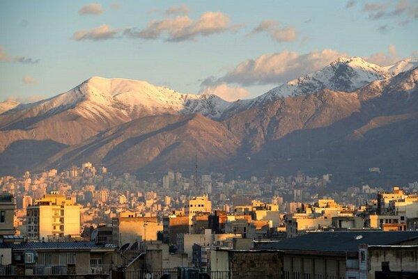 هوای پایتخت برای گروههای حساس ناسالم شد/ تهران فردا گرم میشود