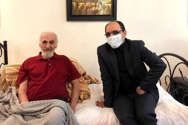 عیادت مدیرعامل موسسه هنرمندان پیشکسوت از محمد ساربان