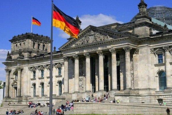 Almanya, ABD'nin son İran yaptırımını eleştirdi