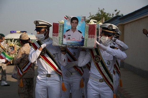 پیکر مطهر ۲ شهید حادثه شناور کنارک در بوشهر خاکسپاری شد