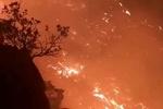 شعله های آتش همچنان در کوههای گچساران زبانه می کشد
