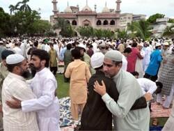 پاکستان بھر میں آج عید الفطر مذہبی جوش و جذبے سے منائی جارہی ہے
