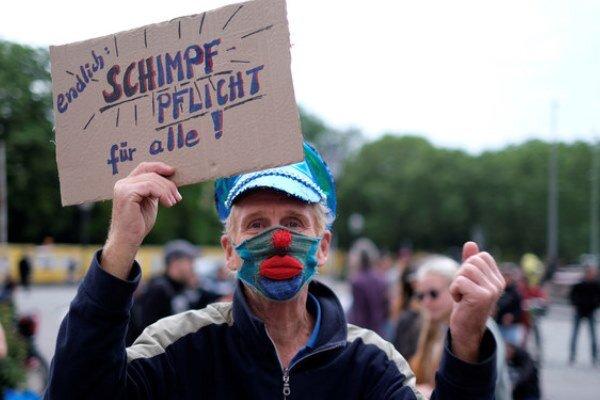 پلیس آلمان ۶۰ تن از معترضان به تعطیلی اجباری را بازداشت کرد