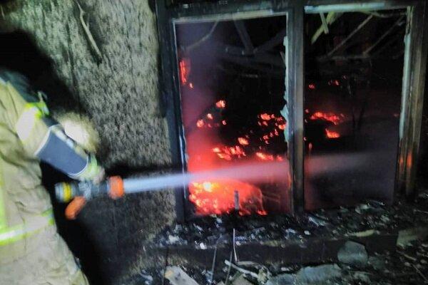 مرکز بزرگ تجاری در بزرگراه بعثت تهران در آتش سوخت/ کسی آسیب ندید