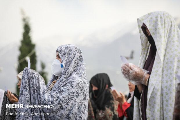اقامه نماز عید سعید فطر در امامزاده پنج تن لویزان