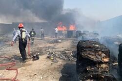 آتش سوزی انبار ضایعات در گناوه مهار شد