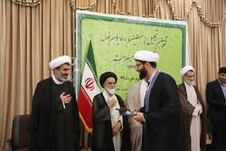 روحانیون فعال در قرارگاه مدافعان سلامت تجلیل شدند