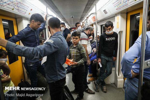 دست فروشان مترو تهران نیز نباید نسبت به شیوع کرونا بی تفاوت باشند و باید پروتکل های بهداشتی را رعایت کنند