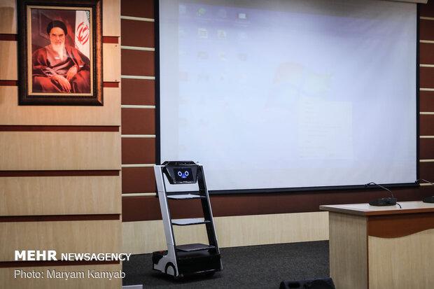 """رونمایی از ربات پزشکی"""" کیوان"""""""