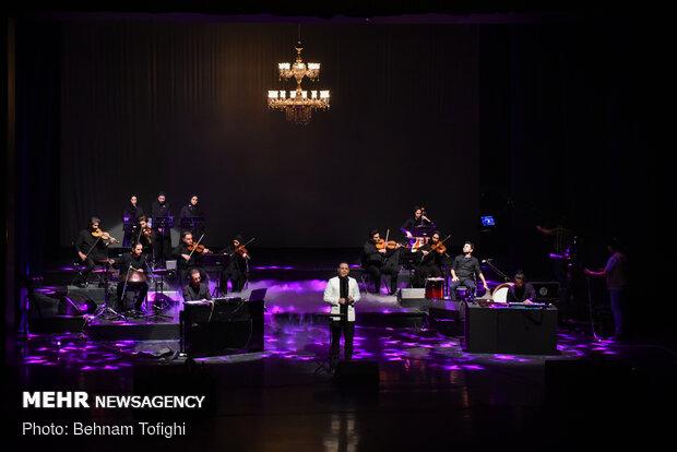Tehran's Vahdat Hall hosts online concert of vocalist Alireza Ghorbani