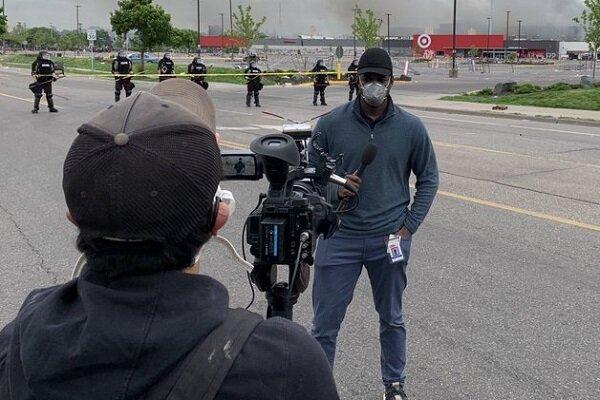 خبرنگار سی ان ان پس از آزادی از بازداشت پلیس آمریکا: مابرگشتیم