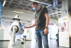 رباتی که به کادر درمان کمک می کند