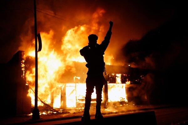 آمریکا در آتش و خون/ «جورج فلوید» سمبل مبارزه با نژادپرستی