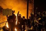 سرقت اسب پلیس توسط معترضان آمریکایی در شهر شیکاگو