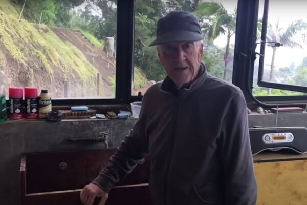 دیوید لینچ در روزهای قرنطینه/ کارگردان سینک چوبی می سازد