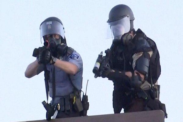 امریکہ میں مظاہرین نے پولیس کا گھوڑا چھین لیا