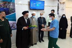 عیادت مسئولین ورامین از بیماران بیمارستان ۱۵ خرداد این شهر