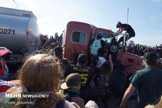 حمله یک کامیون به معترضین آمریکایی
