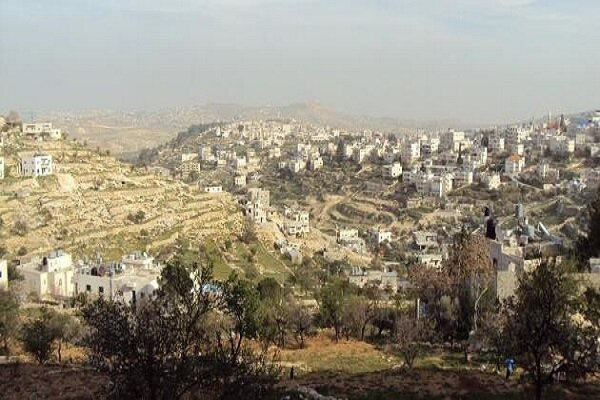 Siyonist Rejim bir Filistinliye evini kendi elleriyle yıktırdı