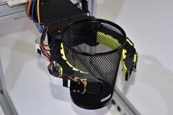 کنترل دقیق اشیا با اضافه کردن دوربین و حسگر به دست رباتیک