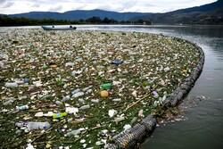 """جمعآوری زبالههای شناور در دریاچه """"آتیتلان"""" گواتمالا"""