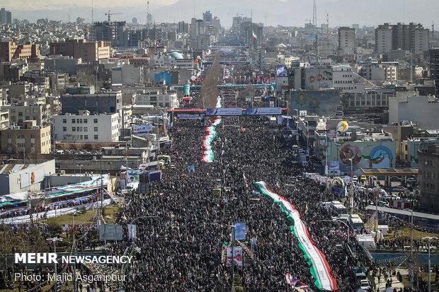 پرشورتر شدن راهپیمایی پیروزی انقلاب