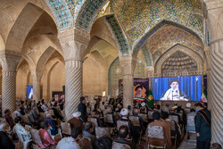 People of Shiraz commemorating founder of Islamic Revolution